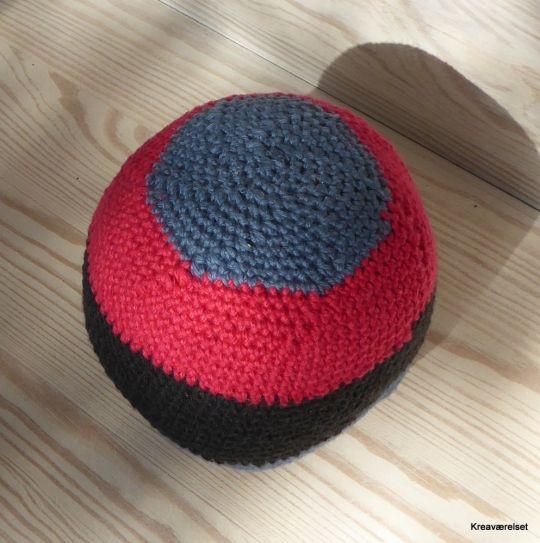 Denne bold i en eller flere farver kan købes på Kreaværelsets amio-side for kun 35kr.