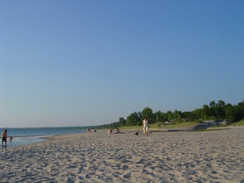 Tiny Beach! This beach in the Towship of Tiny is anything but small. Yet it manages to avoid hectic summer crowds. Find other Ontario beaches and things to do: http://www.summerfunguide.ca/03/parks-beaches-gardens.html #summer #fun #ontario #beach