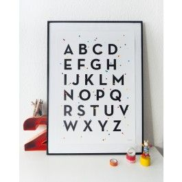 ABC-Poster DIN A2, gedruckt auf seidenmattem 250 g/m2 Papier. Schwarze Buchstaben, umgeben von buntem Konfetti. 42,0 x 59,4 cm. #ABC #abcposter, #alphabetposter #alphabet #abcplakat #kidsroom #school #kinderzimmer #print