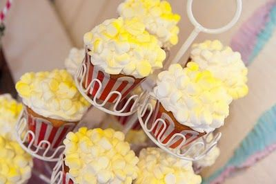 Popcorn Cupcakes! Perfect for circus party!!