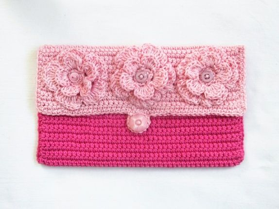 Heklet clutch i rosa.