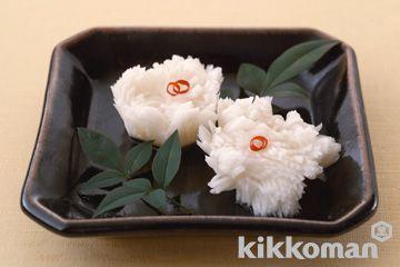 かぶを菊の花に見立てた酢の物。箸休めに