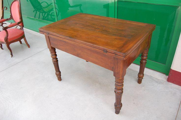 Tavolo a plancia doppia 'tavola doppia' piemontese in noce '800 lato 112 cm
