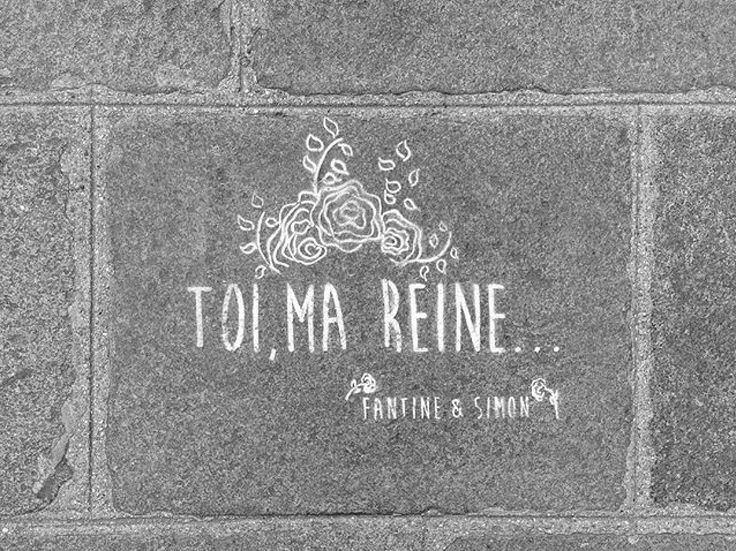 Toi, ma Reine... In the streets of Paris • By Fantine & Simon • #paris #streetart #urbanart #graffiti #stencil #fantinetsimon #photography #love #amour #reine #queen #iloveyou #flowers www.fantineetsimon.com ©Fantine&Simon