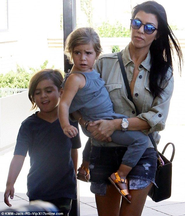 Kourtney kardashian does not want to share custody with for What does kourtney kardashian do