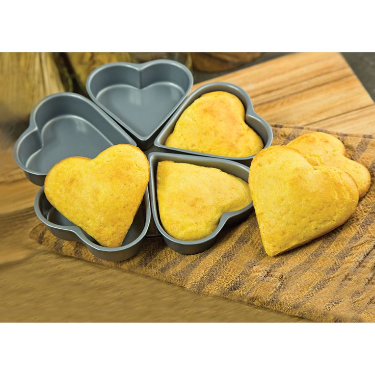 Fox Run Craftsmen Non-Stick Linked Heart Pan