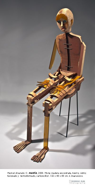 """""""María"""": madera encontrada, vitrofusión y termoformado, hierro, grafito."""