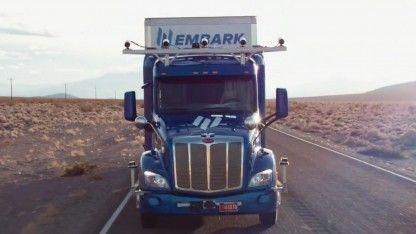 Lass mal das neuronale Netzwerk steuern: Das US-Unternehmen Embark hat ein System für autonomes Fahren für einen Truck entwickelt. Das System basiert auf Deep Learning.