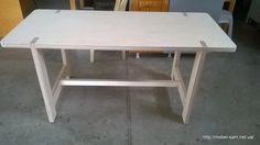 Получается вот такой простой, но в то же время надежный стол из фанеры