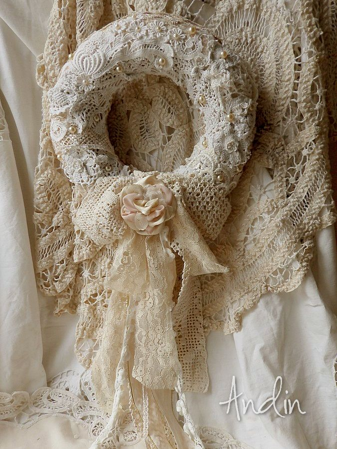 Beautiful lace & crochet detail on wreath: