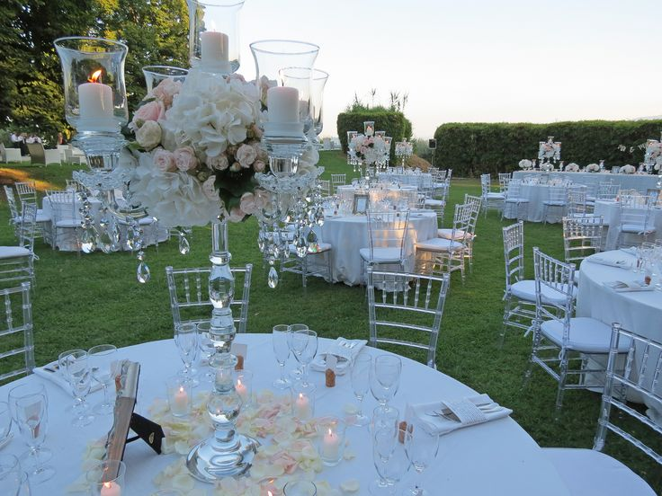 Cristal candelabra with pale pink roses, blush spray rose and white hydrangea. Event Planner : Wedding Italy.