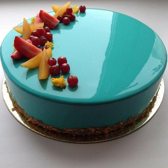 mirror glaze cake turquois fruits