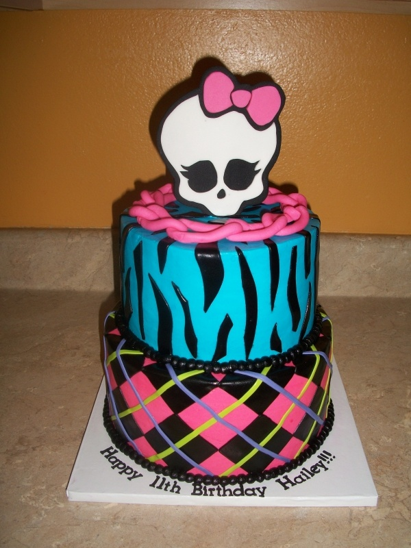 Monster High cake for Sam's BDay!  My friend Meg recreated this cake and it was Sam's favorite thing about her 8th Birthday!