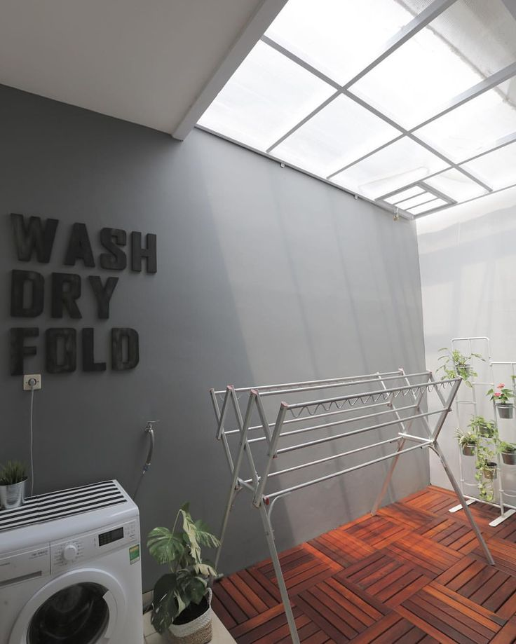"""ถูกใจ 979 คน, ความคิดเห็น 60 รายการ - Rindy (@rindy_) บน Instagram: """"Karena banyak yang DM minta penampakan atap laundry room, jadi inilah foto atapnya. Sebenernya,…"""""""