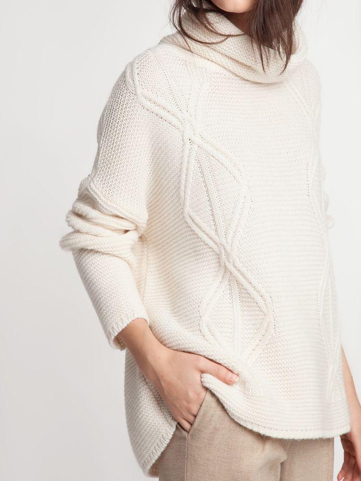Женская коллекция. Теплый и уютный свитер oversize фактурной вязки с высоким воротом.Laplandia For Women
