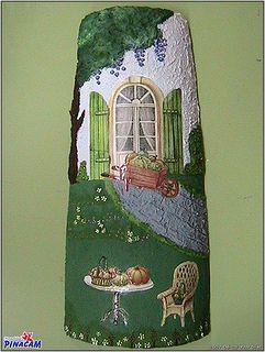 Teja decorada por Flor.  www.manualidadespinacam.com #manualidades #pinacam #tejas #barro