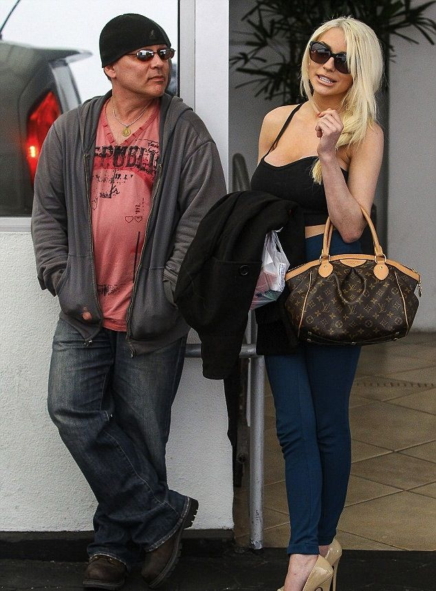 #DougHutchison Can't Keep His Eyes Off Soon-To-Be Ex, #CourtneyStodden