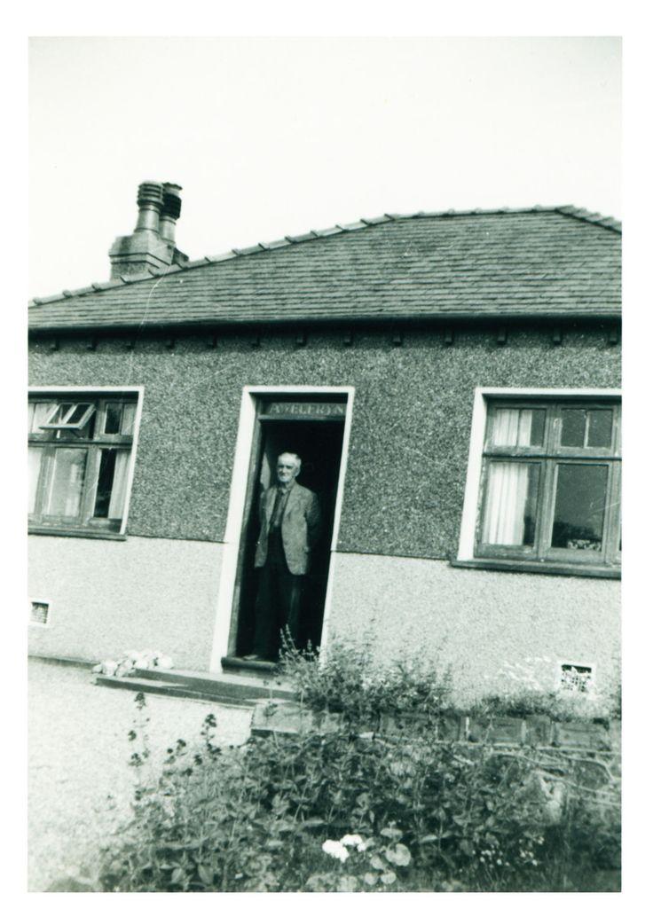 Taid, WIlliam Jones a adeiladodd y bwthyn yn y 1920au. Taid, William Jones, who built the cottage in the 1920s.