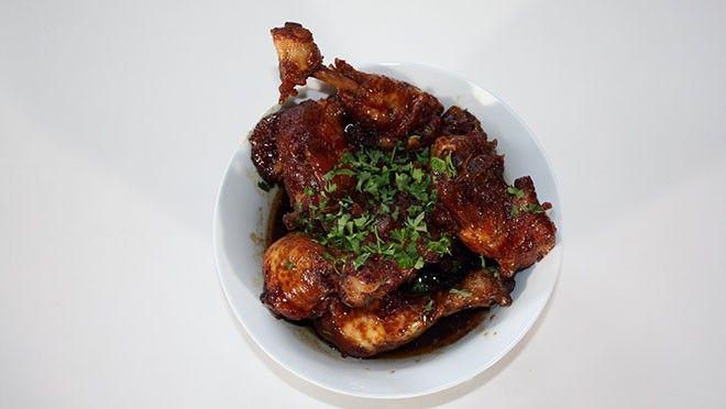 Smoor kip van Oma Tilly - recept   24Kitchen. Zo heb ik het ook geleerd van tante Do