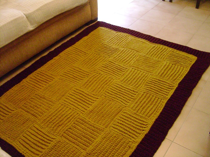 Crochet carpet made with portuguese wool from Arraiolos