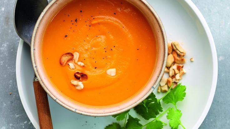 Recept van Soup en Zo: Zoete-aardappelsoep met kokos en cashewnoten