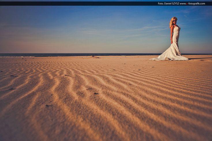 Zdjęcia ślubne nie muszą być nudne – Pani Młoda na plaży