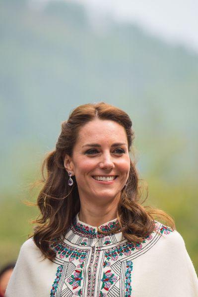 #RoyalVisitBhutan: La Cour Royale Bhoutanaise et anglais: Qudies avec Leurs Majestes Prieres et Jeux du Tir-a-l'arc