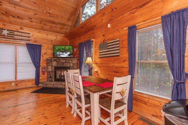 Patriot Inn Deluxe 1 Bedroom Gatlinburg Cabin Rental Gatlinburg Cabin Rentals Gatlinburg Cabins Cabin