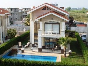 Toros Villas -  This spacious detached  Property  in Turkey is set in a tranquil location with stunning view of the Toros Mountains, only 500 metres from the famous Nick Faldo Golf Course in Belek.  The complex is set back from the main road and situated between Belek and Kadriya. Making it only a 20 min walk into the town centre where you can find, restaurants, bars, shops and all of your local amenities. Price: £120,000
