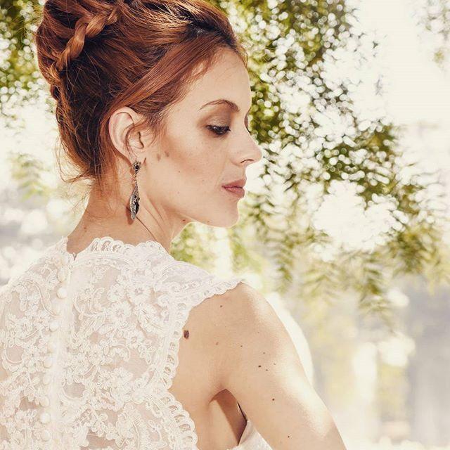 Beleza para noivas noite feita por mim Modelo: @nyna.ramos  Fotografia: @thiagojavier  Figurino: @santrixnoivas  #bride #bridedress #makeup #makeupartist #maccosmetics #redhair #makeupbycamilacarrafa