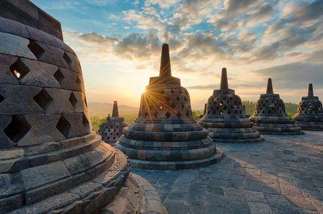 "15 Conto Soal Tentang ""Borobudur Temple"" (Descriptive Text) Beserta Jawaban - http://www.kuliahbahasainggris.com/15-conto-soal-tentang-borobudur-temple-descriptive-text-beserta-jawaban/"