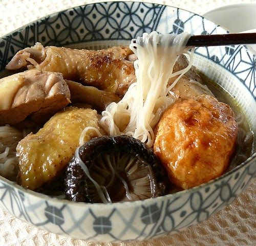 Rice wine chicken with wheat flour thread noodles (mi suah) Okay, here's two more ways to cook yellow rice wine. The most famous rice win...