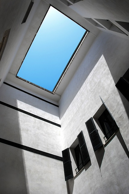 skylight: Doors, Createsimona, Trav'Lin Lighting, Windows, Amazing Lighting, Calgari Skylight, Nice Photo, Outdoor Pools