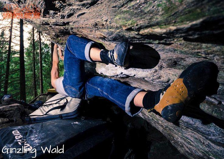 A nice boulderproblem - Ginzling Wald - Zillertal -  ..... #zillertal #österreich #ginzling #ginzlingwald #bouldering #climbing #klettern #bouldern #bouldering_pictures_of_instagram #climbing_pictures_of_instagram #picoftheday #climb #nature #ilooovit #bergfreunde #austria #fun #nofilter #lasportiva #mainbloc