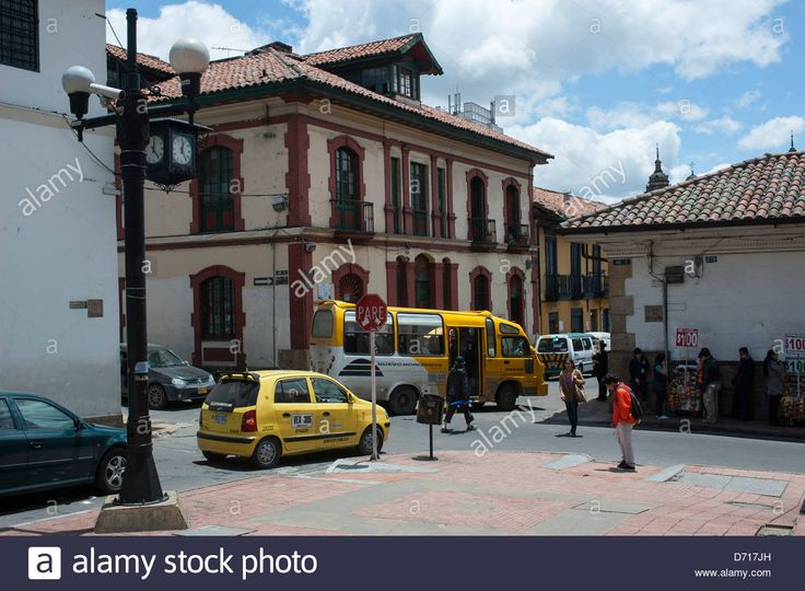 http://c8.alamy.com/comp/D717JH/street-scene-with-public-bus-in-la-candelaria-the-old-town-of-bogota-D717JH.jpg