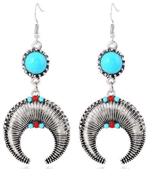 https://www.goedkopesieraden.net/Zilveren-oorbellen-met-aparte-hangers-en-rood/turquoise-steentjes
