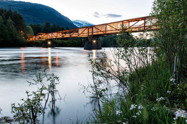 Vista exterior del Puente peatonal Tintra por Rintala Eggertsson Arquitectos. Fotografía © Dag Jenssen.