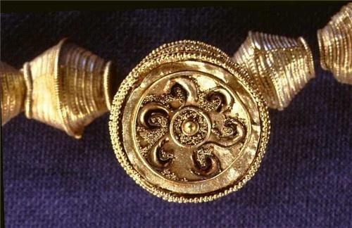 Detalle del collar del tesoro de Elviña, (La Coruña) I a.C- - II d.C.
