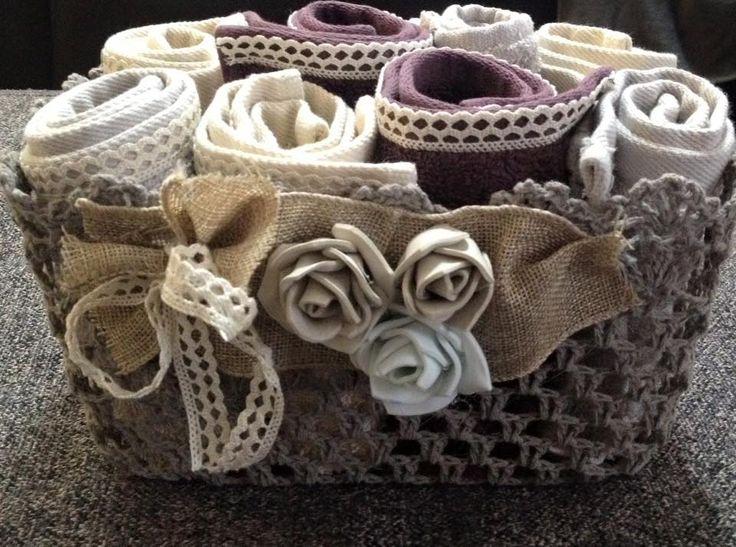 Cestino per lavette con roselline in carta crepla