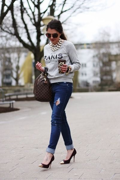 This is my go-to silhouette! Makes you feel cool, comfortable and chic <3 graphic sweatshirt, jeans and heels <3