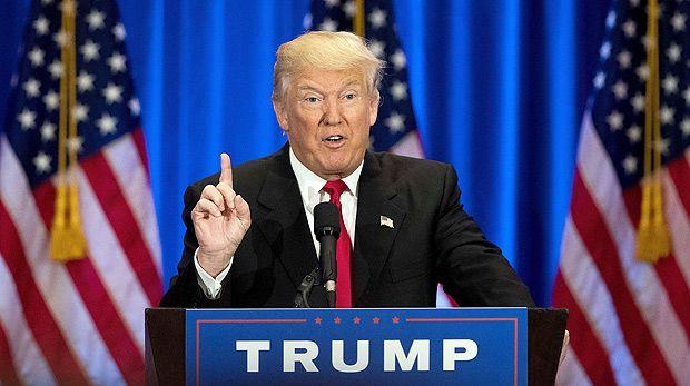 O virtual candidato republicano à Casa Branca Donald Trump discursa em um de seus hotéis em NY