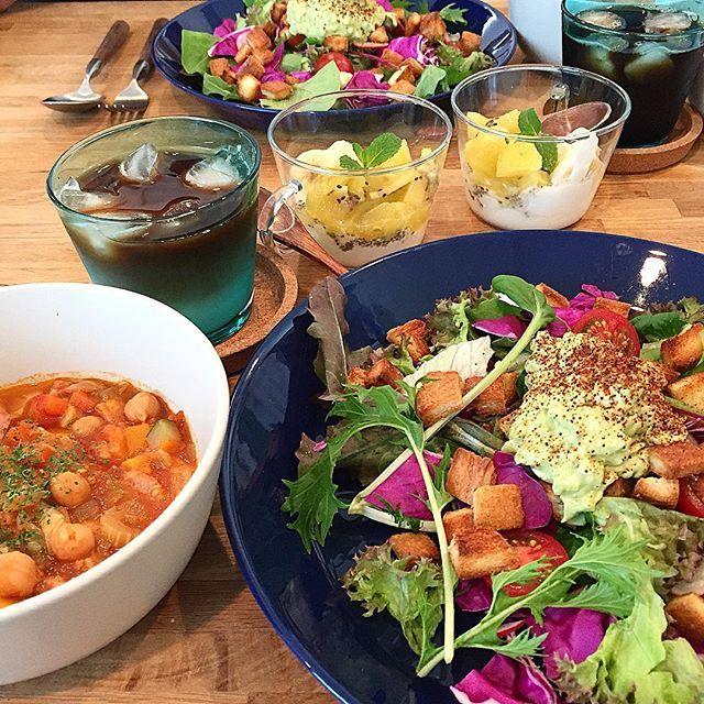 hi_rose80 on Instagram pinned by myThings Today's breakfast .  昨夜の残りでおはようございます☺︎ .  アボカドが柔らかくなってしまっていたので、ワカモレにしてサラダにドーン。 .  ミネストローネに入れたひよこ豆が美味しい〜♡ . .  皆さま素敵な週末を . .  #breakfast #homemade #foodpic #foodie #foodporn #kaumo #kurashiru #kurashirufood #cookingram #delistagrammer #クッキングラム#デリスタグラマー#とりあえず野菜食 #朝食#朝ごはん#新米ママ#男の子ママ#生後11ヶ月 #11months #5月生まれ
