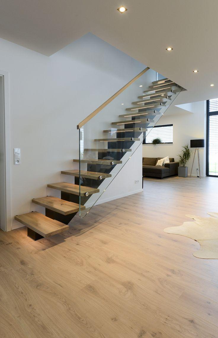 Escaliers centraux, escaliers sur mesure, escaliers droits, escaliers semi-montés, mod …