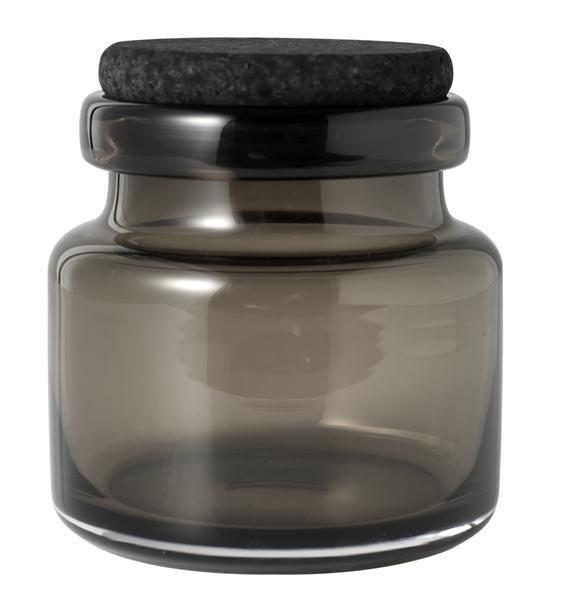 Særdeles eksklusiv mundblæst glaskrukke med sort korklåg fra Louise Roe. En krukke som kan anvendes til alverdens opbevaring, og uden låg oplagt at bruge som vase. Godkendt til fødevarer