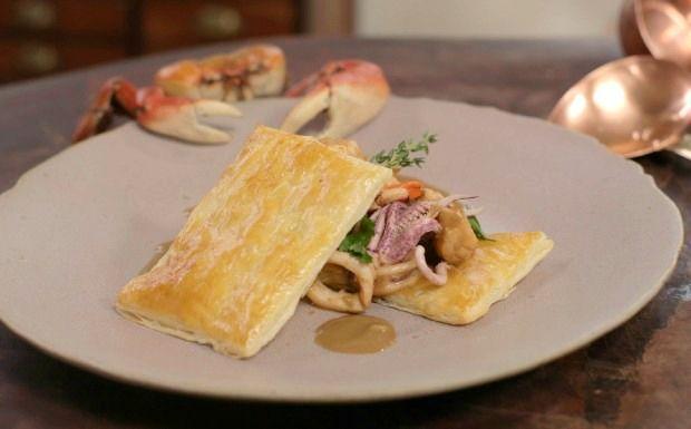 Olivier Anquier ensina a preparar a típica sopa francesa de caldo de crustáceos