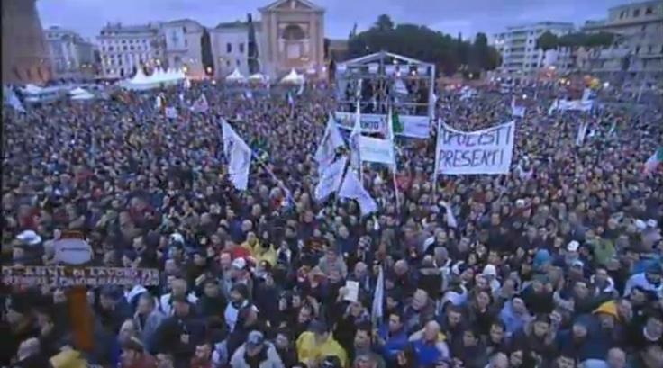 Beppe Grillo a Roma Piazza San Giovanni