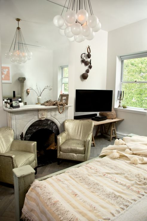 Exclusive genevieve gorder 39 s home for the holidays for Minimalist living by genevieve parker hill