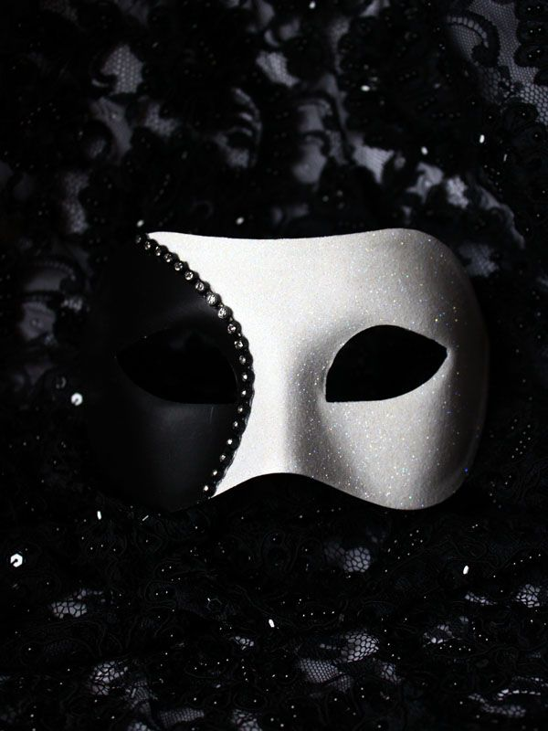 Men's Black & White Curve Venetian Mask