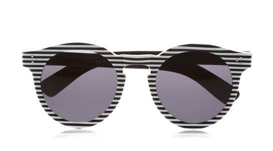 Illesteva Lunettes de soleil Leonard en acétate http://www.vogue.fr/mode/shopping/diaporama/illusions-d-optique-noir-et-blanc-louis-vuitton-marc-jacobs-balmain-rayures-damiers-losanges/12236/image/736909#illesteva-lunettes-de-soleil-leonard-en-acetate