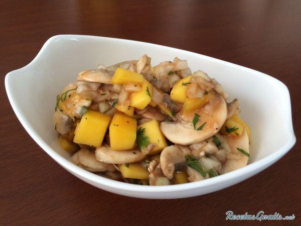 Receta de Ceviche de champiñones tropical